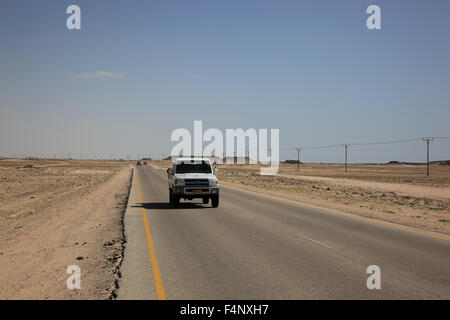 Lonely road through the Empty Quarte, ar-Rub 'al Khali, Oman - Stock Photo