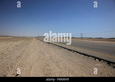 Lonely road through the Empty Quarter, ar-Rub 'al Khali, Oman' - Stock Photo