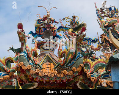 Ornate mosaic sculptures on top of a Taoist temple in Taiwan - Stock Photo