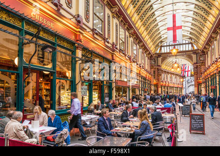 City of London Workers eating and drinking After Work Leadenhall Market City of  London, England UK GB EU Europe - Stock Photo