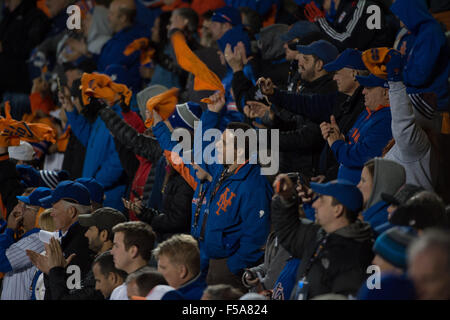 New York, NY, USA. 30th Oct, 2015. Fans prior to the 1st inning of Game 3 of the 2015 World Series, Citi Field, - Stock Photo