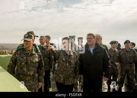 US Secretary of Defense Ashton Carter and Republic of Korea Minister of Defense Minkoo Han during a visit to the - Stock Photo