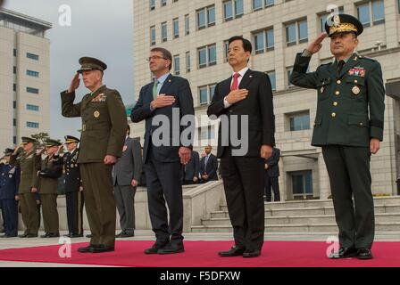 US Secretary of Defense Ashton Carter stands with South Korean Minister of Defense Minkoo, U.S. Joint Chief Chairman - Stock Photo