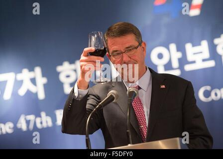 US Secretary of Defense Ashton Carter toasts Republic of Korea Minister of Defense Minkoo Han during the Security - Stock Photo