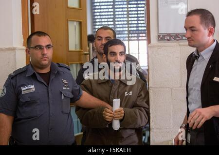(151105) -- JERUSALEM, Nov. 5, 2015 (Xinhua) -- Abed al-Aziz Meri, 21, is escorted by Israeli prison officers at - Stock Photo