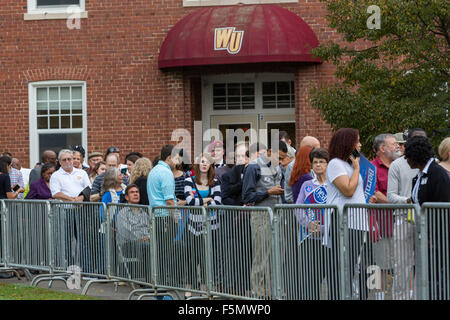 Rock Hill, South Carolina, USA, 06th Nov, 2015. Supporters rally outside the venue where the MSNBC Democratic Forum - Stock Photo