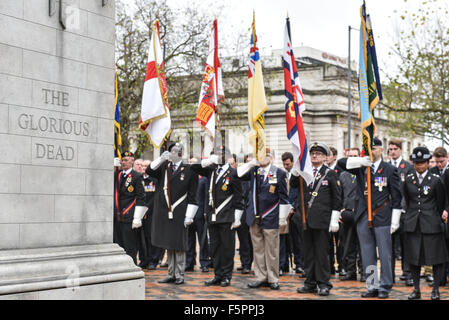 Birmingham, UK. 08th Nov, 2015. Remembrance Sunday: Birmingham's Cenotaph in Centenary Square during Remembrance - Stock Photo