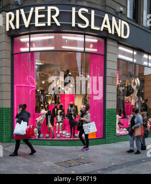 'River Island' Christmas Window _Christmas sales & deals in Liverpool One, Merseyside, UK  Liverpools business district. - Stock Photo