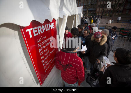 Refugees at the Landesamt für Gesundheit und Soziales (LaGeSo), the Berlin administration facility for health and - Stock Photo