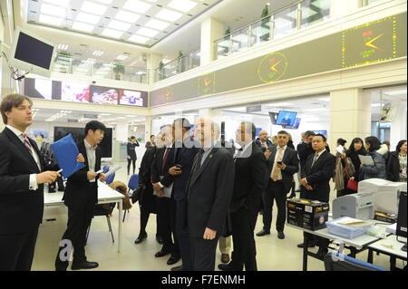Beijing, China. 30th Nov, 2015. Guests attending the first BRICS media summit visit Xinhua News Agency in Beijing, - Stock Photo