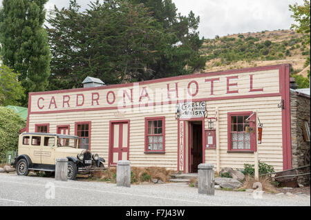 Vintage Cardrona Hotel in scenic Cardrona, Central Otago, South Island, New Zealand. - Stock Photo
