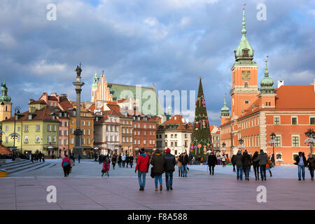 Castle Square in winter in Warsaw's Old Town, Zygmunt's column on the left and Royal Castle on the right, Poland - Stock Photo