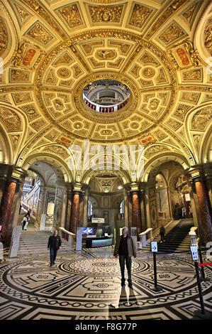 The impressive entrance of the Art History museum ('Kunsthistorisches Museum'), Vienna, Austria. - Stock Photo
