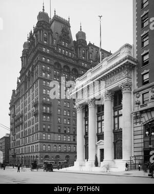 Knickerbocker Trust Building and Waldorf Astoria Hotel, New York City, USA, circa 1904 - Stock Photo