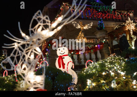 New York, New York, USA. 22nd Dec, 2015. Christmas decorators and lights are seen in Dyker Heights, Brooklyn, New - Stock Photo