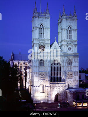 WESTMINSTER ABBEY, London. A front view of the west elevation at night. - Stock Photo