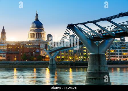 London, Millennium bridge at dusk - Stock Photo