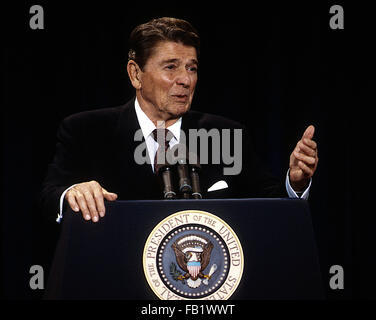 Rosemont, Illinois, USA, 12th August, 1986 President Ronald Reagan 38th news conference during his trip to Chicago. - Stock Photo