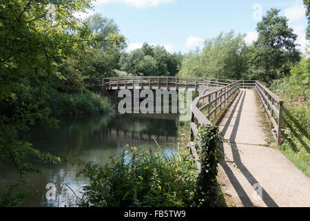 Footbridge over River Kennet near Midgham West Berkshire -1 - Stock Photo