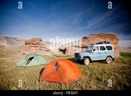4X4 offroad camping in the Gobi Desert, Mongolia. - Stock Photo