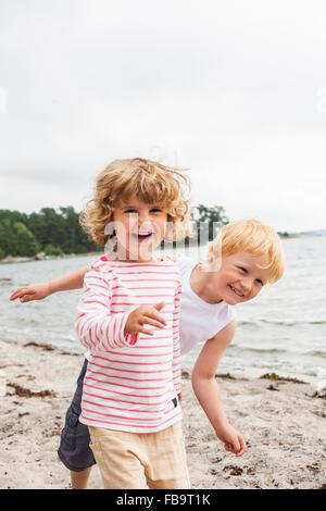 Sweden, Sodermanland, Stockholm Archipelago, Musko, Girl (4-5) and boy (4-5) on beach - Stock Photo
