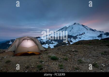 Mount Baker, 10,781 ft (3,286 m) and backcountry campsite, Mount Baker Wilderness Washington. - Stock Photo