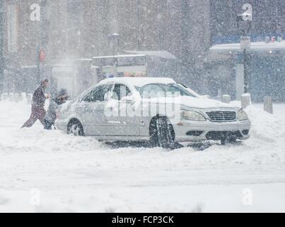 New York, USA. 23rd Jan, 2016. Car stuck in snow in Midtown Manhattan, New York City during blizzard storm Jonas. - Stock Photo