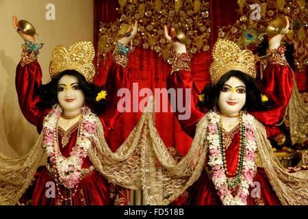 Hindu statues : Gaur and Nitai. Gaur, or Gaura, the 'golden one', is Chaitanaya and Nitai is a shortened form of - Stock Photo
