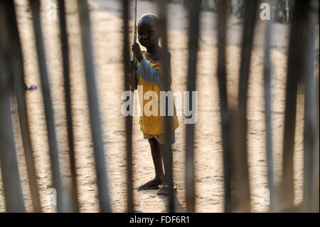 SOUTH-SUDAN Lakes state, Rumbek, Dinka child looking through fence / SUED-SUDAN Rumbek, Dinka Kind schaut durch - Stock Photo