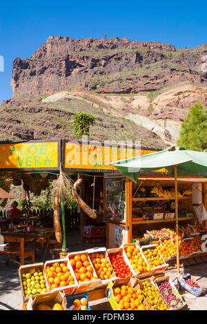 Freshly made fruit juice stall/cafe on mountain road on Gran Canaria, Canary Islands, Spain - Stock Photo