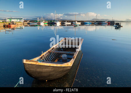 Traditional currach in Murrisk harbour, Clew Bay, County Mayo, Ireland. - Stock Photo