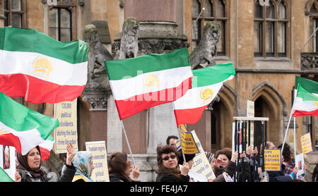 London, UK. 4th February, 2016. Iranian exiles taking part in a rally against the Iranian foreign minister attending - Stock Photo