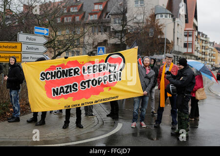 Worms, Germany. 13th Feb, 2016. Counter-protesters hold a banner that reads 'Better living - Stop Nazis'. Around - Stock Photo
