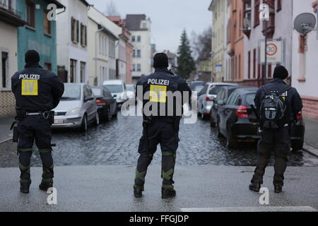 Worms, Germany. 13th Feb, 2016. Riot police officers watch a side street for counter protesters. Around 80 members - Stock Photo