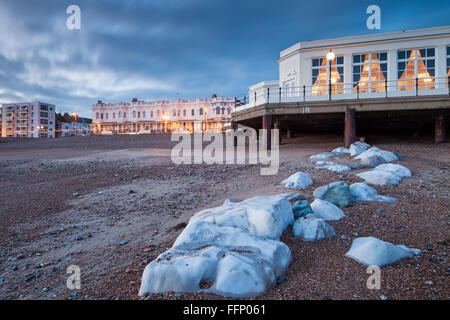 Winter evening at Worthing beach, West Sussex, England. - Stock Photo