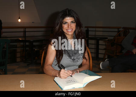 Huntington, New York, USA. 16th February, 2016. TV personality Teresa Giudice signs copies of her book, 'Turning - Stock Photo