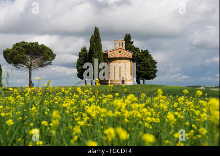 Cappella della Madonna di Vitaleta, Vitaleta chapel near Pienza, Val d'Orcia, Province of Siena, Tuscany, Italy - Stock Photo