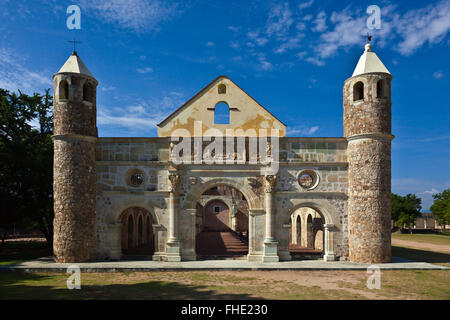 The 16th century CONVENT and BASILICA of CUILAPAN was the former Monastery of Santiago Apostol - CUILAPAN DE GUERRERO, - Stock Photo