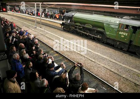 "York railway station, UK, 25 February 2016. The newly restored LNER A3 class locomotive ""Flying Scotsman"" arrives - Stock Photo"