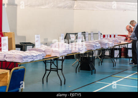 Ballincollig, Ireland. 27th February, 2016. Thousands of voting slips sit on tables waiting for the second count - Stock Photo