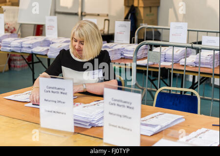 Ballincollig, Ireland. 27th February, 2016. Cork North West Returning Officer, Sinead McNamara stamps the spoiled - Stock Photo