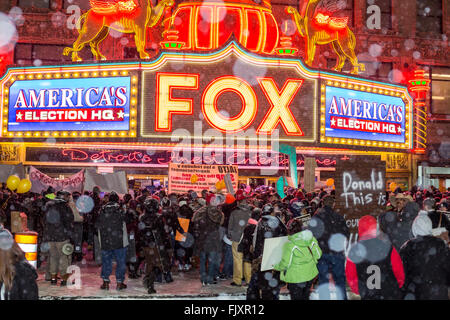Detroit, Michigan, USA. 3rd March, 2016. Labor and community activists rally near the site of the Republican presidential - Stock Photo