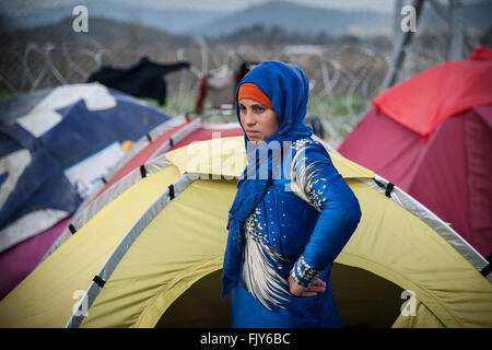 Idomeni, Greece. 03rd Mar, 2016. An Afghan woman in a tent in the camp of Idomeni. The transit camp at the border - Stock Photo