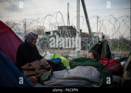 Idomeni, Greece. 05th Mar, 2016. A mother with her child in tent. At Greek-Macedonian border in the camp of Idomeni - Stock Photo