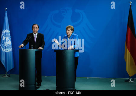 Berlin, Germany. 8th Mar, 2016. German Chancellor Angela Merkel (R) and United Nations Secretary-General Ban Ki - Stock Photo