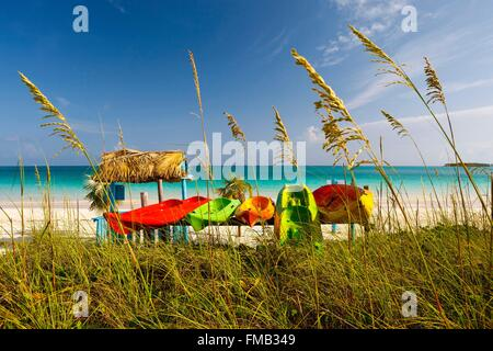 Cuba, Ciego de Avila, Jardines del Rey, Cayo Guillermo, View of beach with turquoise waters with colorful canoes - Stock Photo