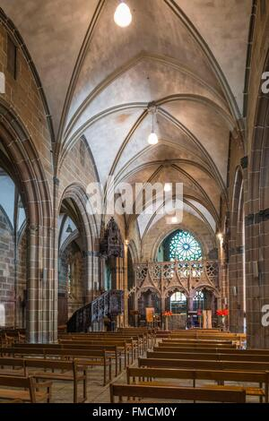 France, Finistere, Le Folgoet, Notre Dame du Folgoet Basilica (14th and 15th centuries), the nave and the choir - Stock Photo