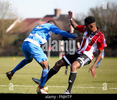 London, UK. 14th March, 2016. QPR Josh Clark plays for the ball with Brentfords Herson Rodrigues Alves during Brentford - Stock Photo