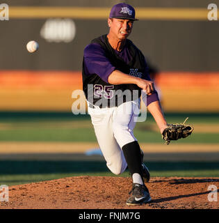 Winston-Salem, NC, USA. 15th Mar, 2016. Michael Hennessey (25) of the High Point Panthers gets the start for the - Stock Photo