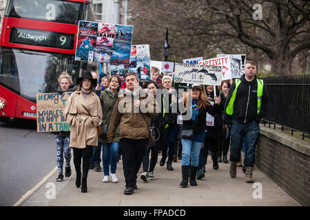 London, UK. 18th March 2016. Campaigners march to the Japanese embassy to protest against the brutal annual slaughter - Stock Photo